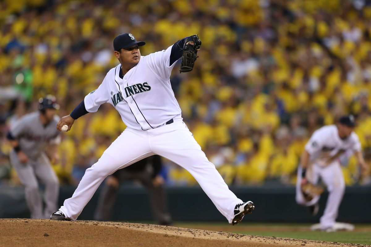 SEATTLE, WA - AUGUST 21:  Starting pitcher Felix Hernandez #34 of the Seattle Mariners pitches against the Cleveland Indians at Safeco Field on August 21, 2012 in Seattle, Washington.  (Photo by Otto Greule Jr/Getty Images)