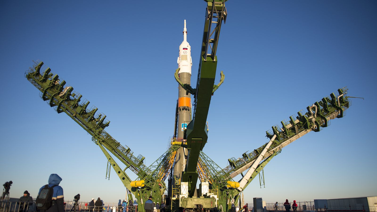 russia u0026 39 s space agency plans to resume iss tourist flights