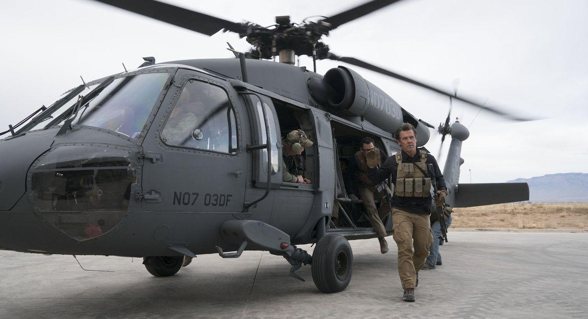 josh brolin helicopter scene sicario 2 day of soldado