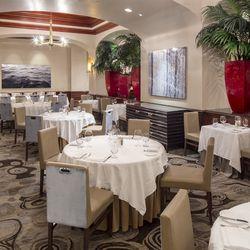 Charlie Palmer Steak's dining room