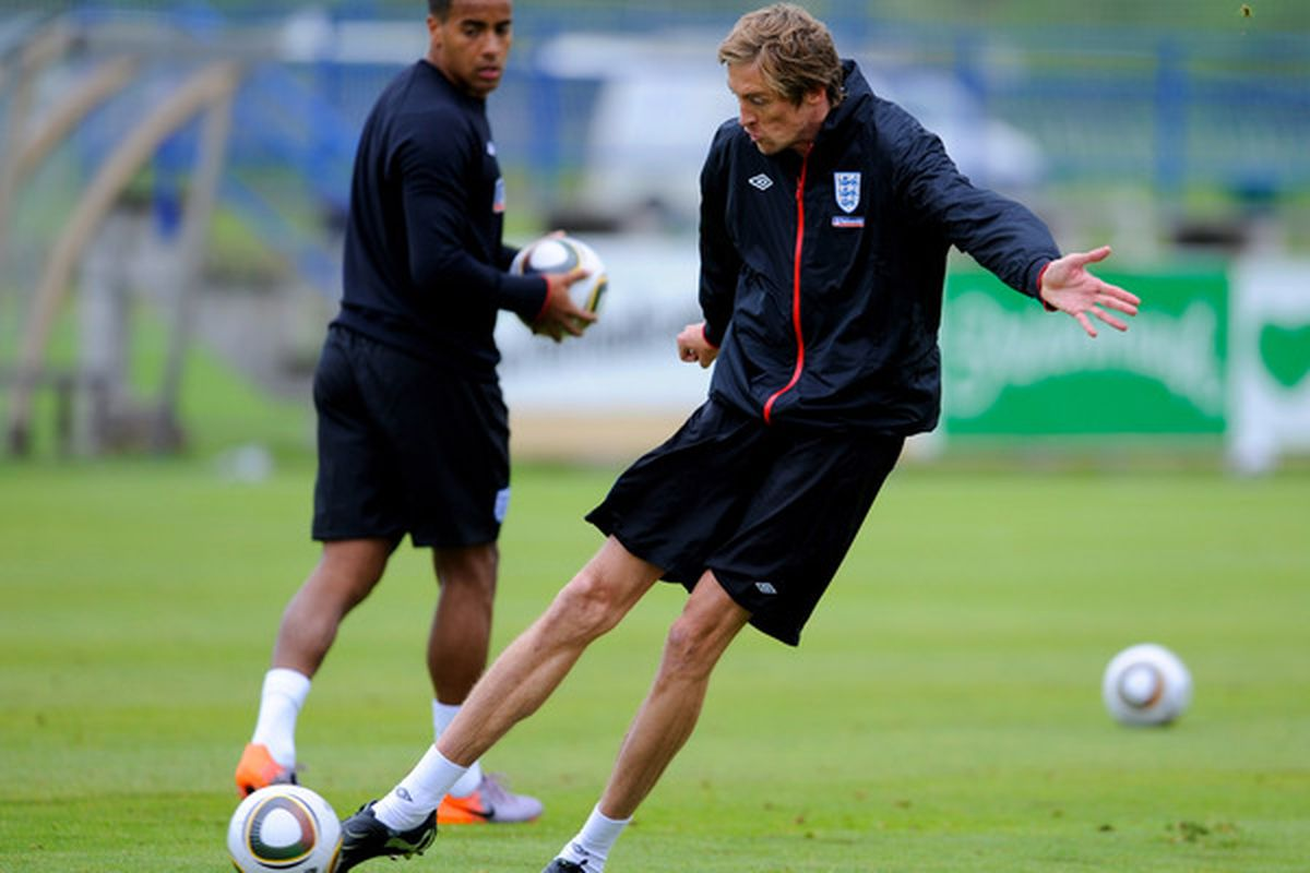 IRDNING, AUSTRIA - MAY 19: Peter Crouch shoots as Tom Huddlestone looks on during an England training session on May 19, 2010 in Irdning, Austria.  (Photo by Michael Regan/Getty Images)