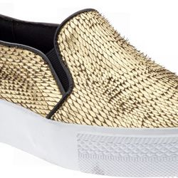 """<b>Steve Madden</b> The Blonde Salad x Steve Madden Tnyc, <a href=""""http://piperlime.gap.com/browse/product.do?cid=92899&vid=1&pid=137110002"""">$140</a>"""