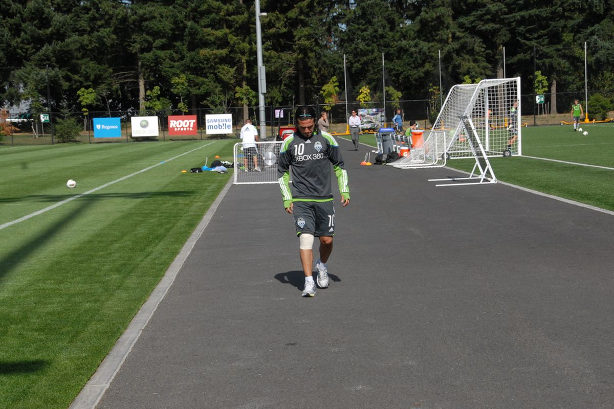 Mauro Rosales Limps Away From Practice Field (9/19 Starfire by Lori Ross for Sounder at Heart)