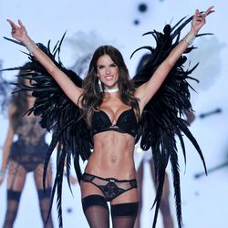"""<i>Barry's Bootcamp, 236 King Street</i><br> <b>Alessandra Ambrosia</b>, one of the longest-serving Angels on the roster, swears by weight-training, Pilates, ballet, and <a href=""""http://magazine.foxnews.com/style-beauty/victoria's-secret-angel-alessandra"""