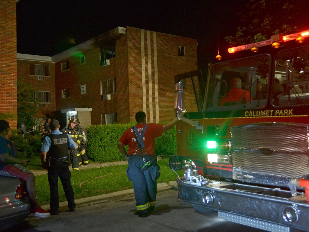 Fire officials investigate an apartment fire about 3:30 a.m. Saturday, June 30, 2018 in the 12400 block of South Winchester Ave in Calumet Park.   Justin Jackson/ Sun-Times