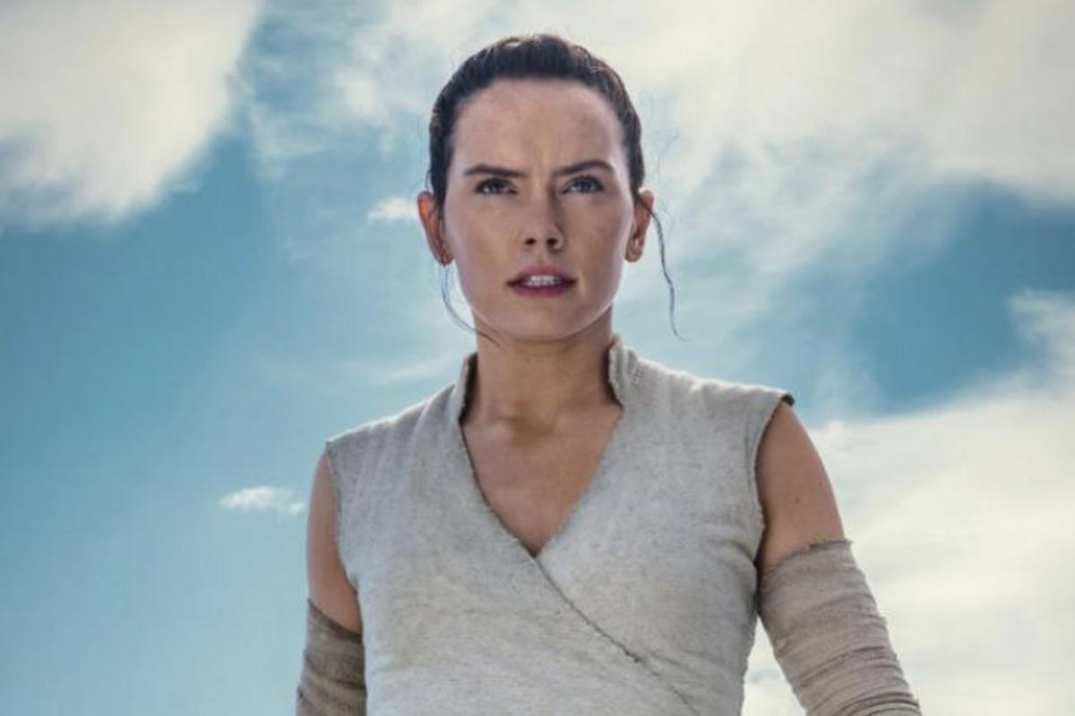 New Star Wars Rise Of Skywalker Image Shows Off Rey With A Lightsaber Deseret News