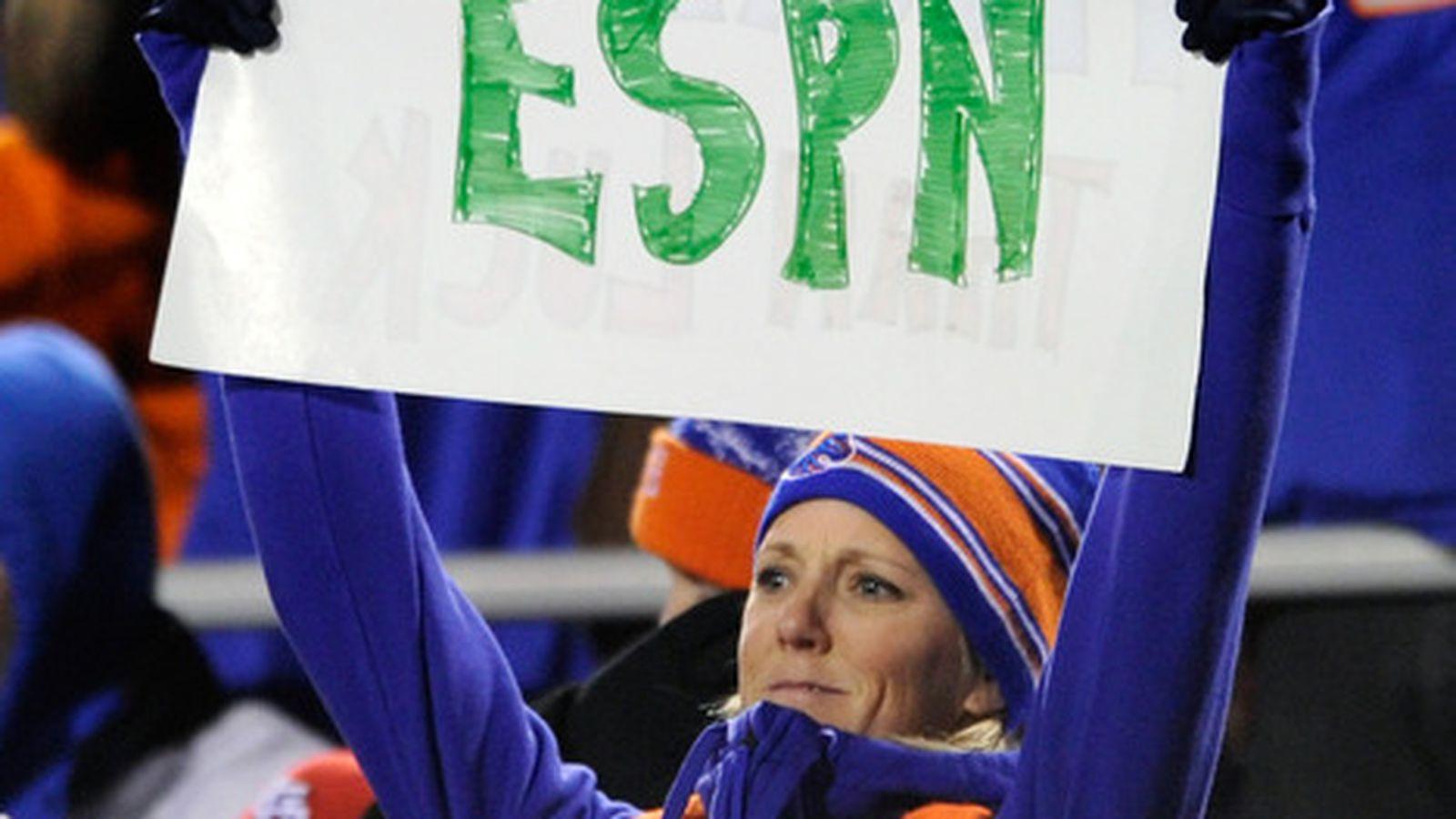 ESPN无视曲棍球死亡,将曲棍球社区拉近一起