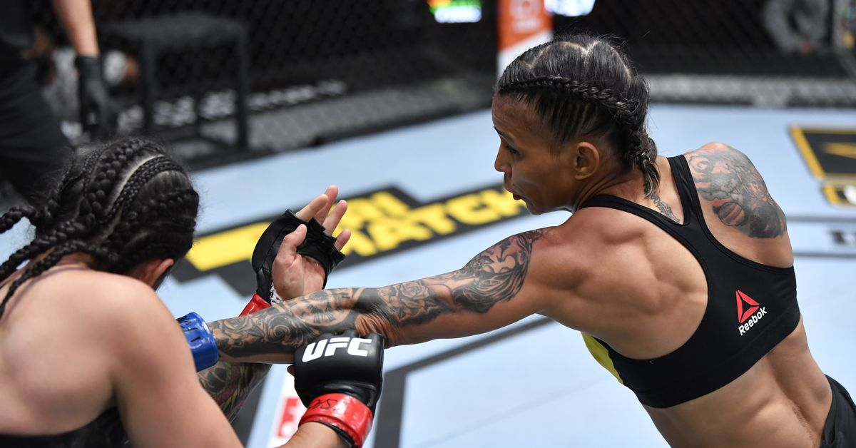 <p>UFC 259 video: Amanda Lemos dismantles Livinha Souza, finishes with jab from the first round thumbnail
