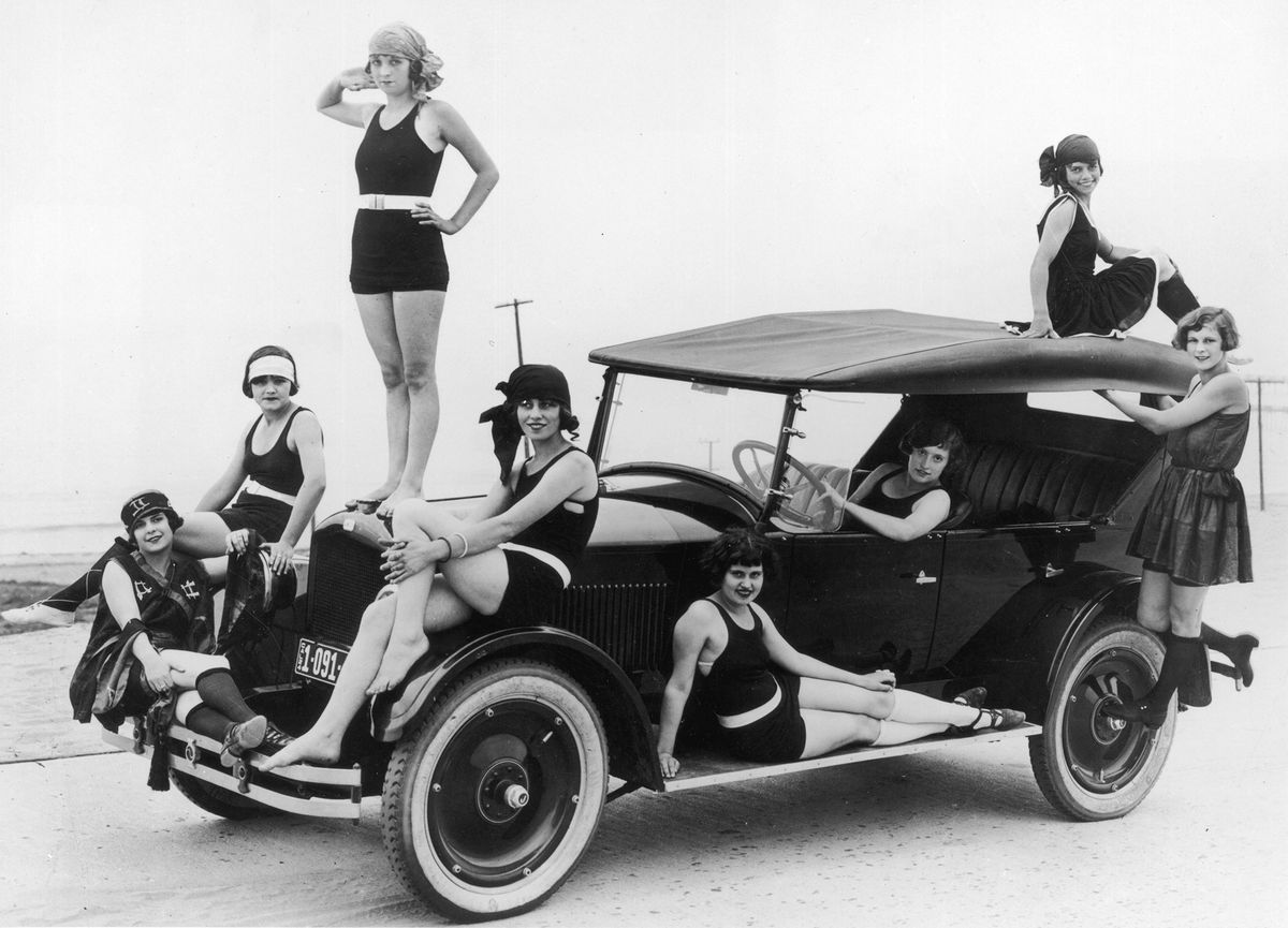 A more recognizable bathing outfit in the 1920s