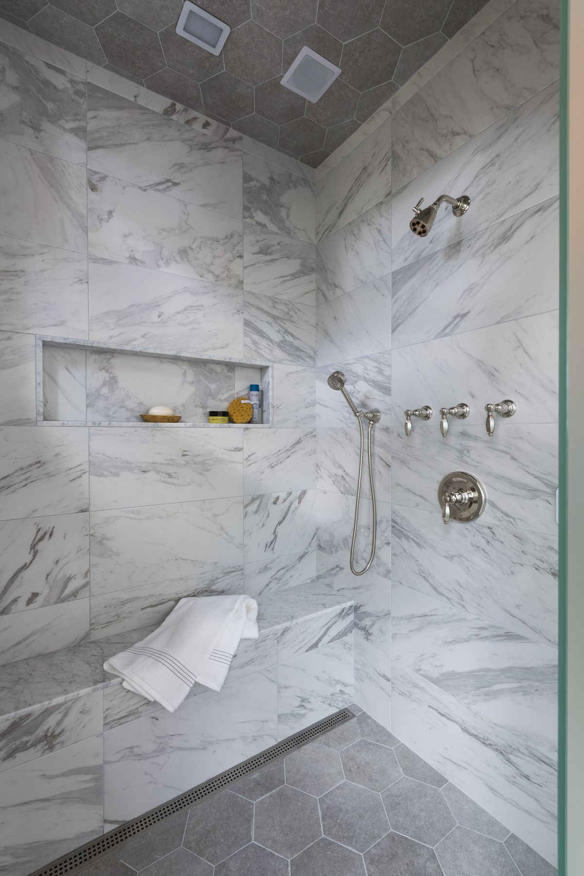 """<p><span style=""""font-size:18px""""><strong>Shower Bench</strong></span><br> Our dreamy steam shower is made even more luxurious thanks to an ingeniously heated bench, where one can kick back and truly revel in the heat.</p>"""