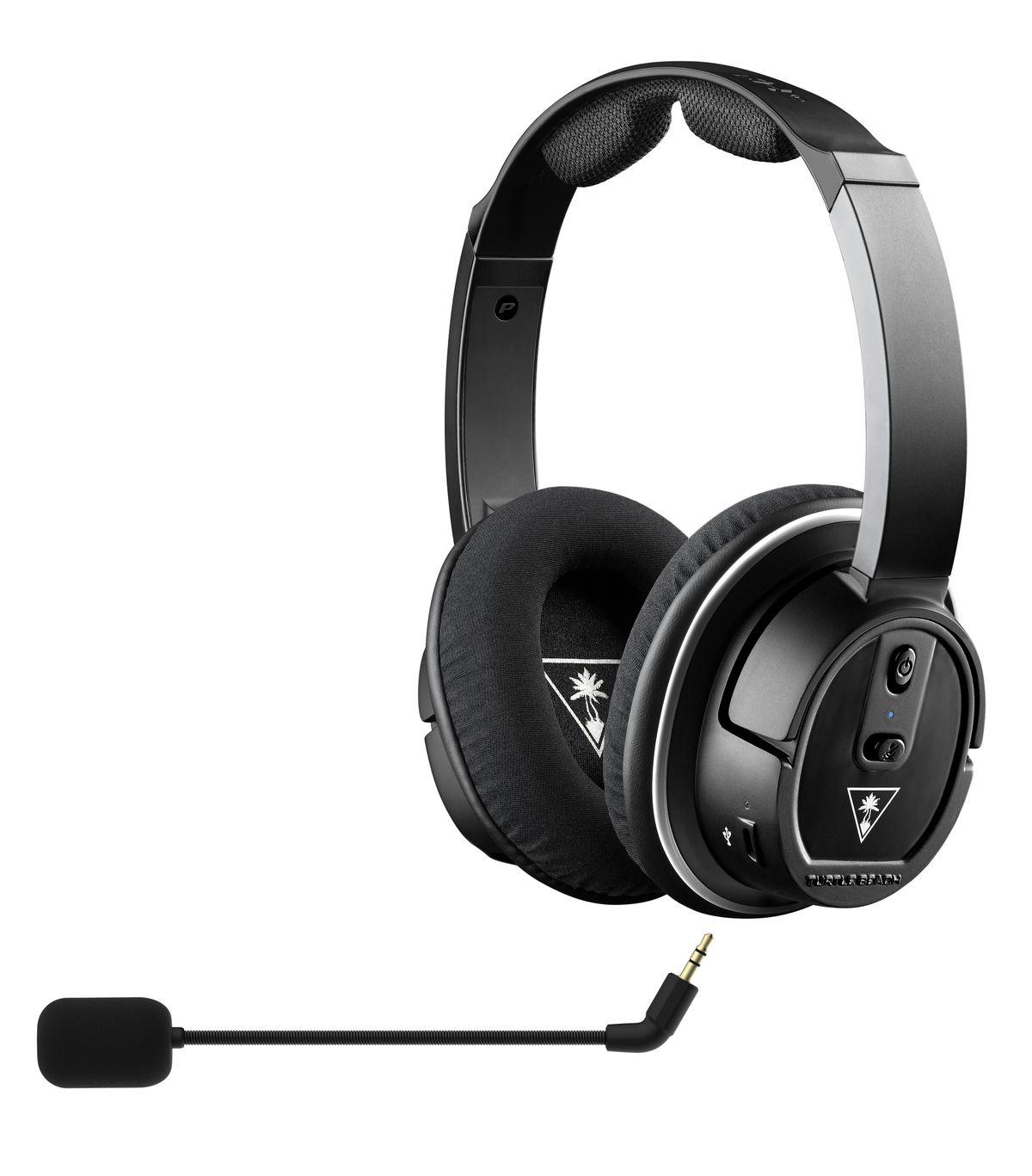 Headphones with detachable microphone