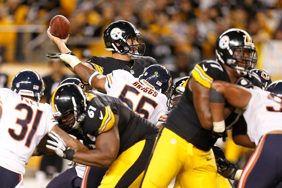 5fbf35d4ba1 Ben Roethlisberger  7 of the Pittsburgh Steelers tries to get off a fourth  quarter pass prior to getting hit by Lance Briggs  55 of the Chicago Bears  at ...
