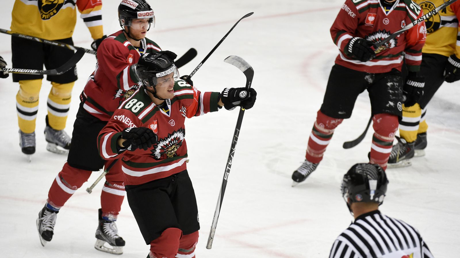 Andreas Johnson: Andreas Johnson Helps Frölunda To A Win With A Two-point