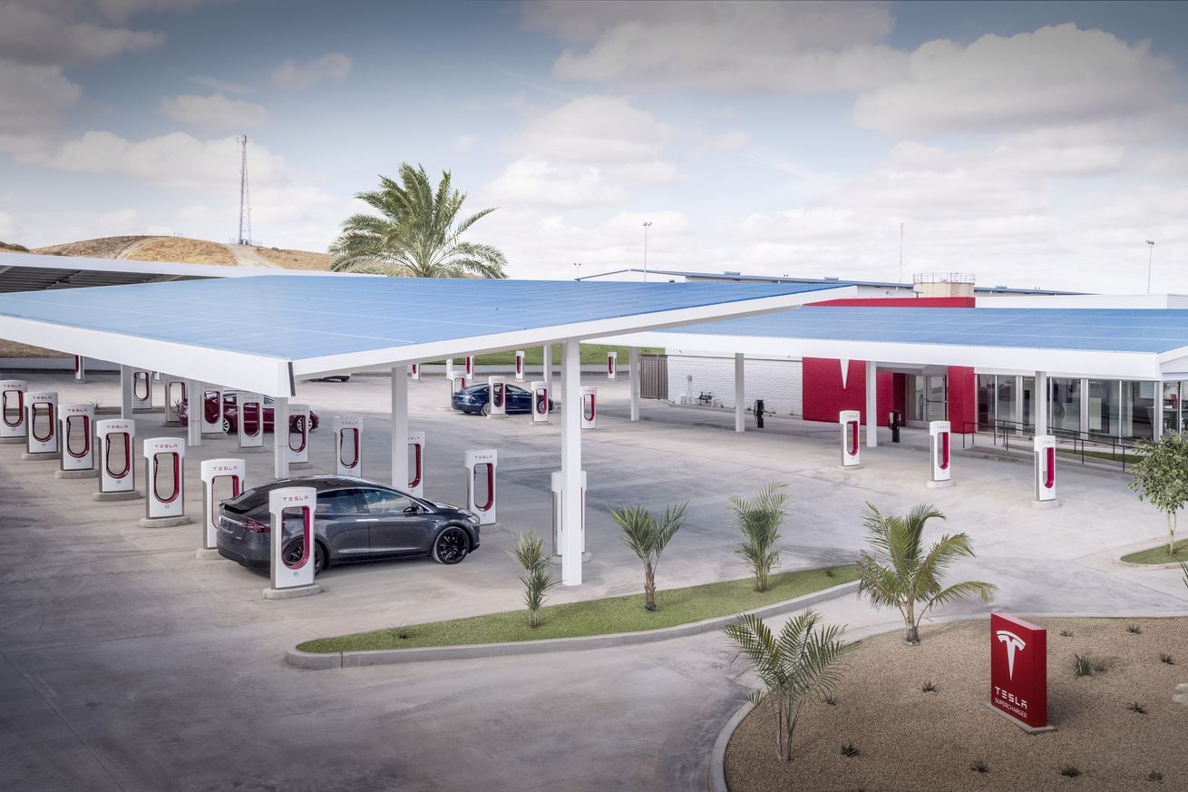 tesla unveils its largest supercharger station in the us and it kind of looks like a truck stop
