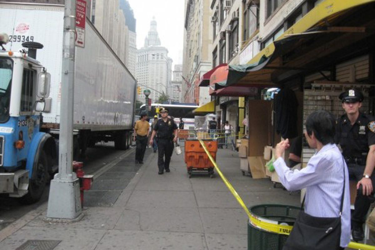 """Cops <a href=""""http://ny.racked.com/archives/2008/06/23/busted_more_counterfeiters_hit.php"""">busting</a> counterfeiters on Canal Street in 2008"""