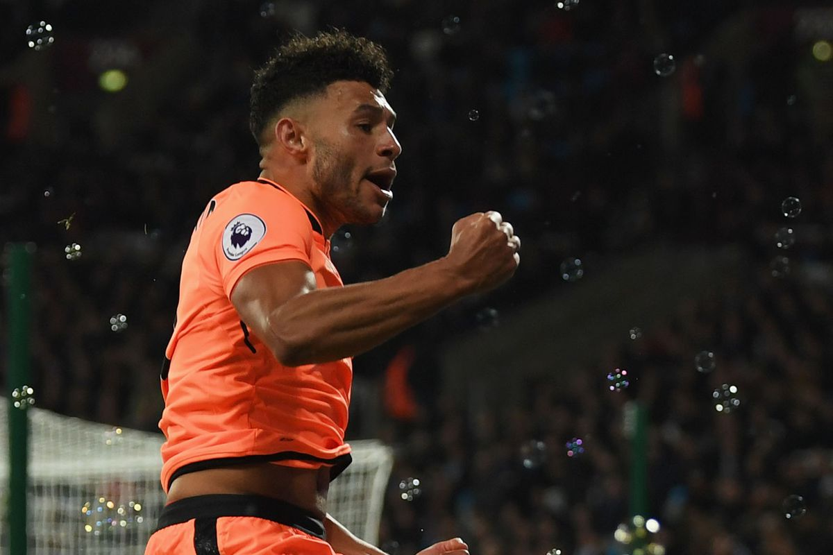"""Alex Oxlade Chamberlain """"Just Needs to Play"""" Says Liverpool Legend"""