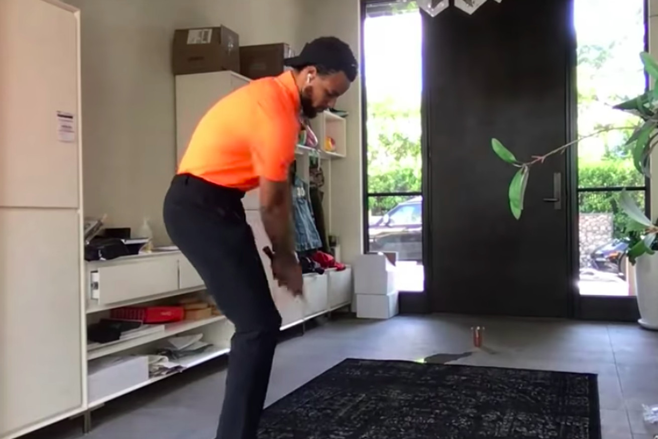 Screen Shot 2020 05 15 at 1.13.42 PM.0 - Steph Curry's quarantine hobby is golf trick shots for Jimmy Kimmel