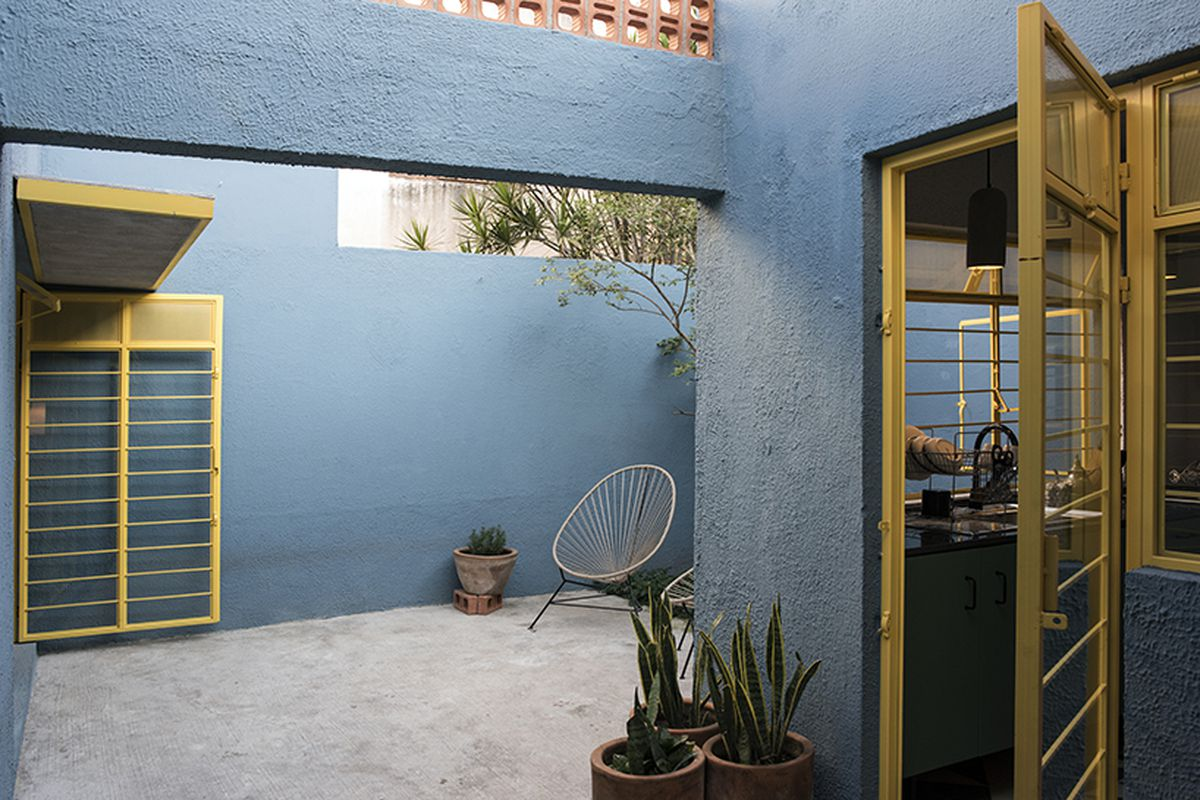 Architect juan pablo ochoa revamped this 1970s house in guadalajara mexico the two bedroom dwelling is one of eight similar houses in a residential