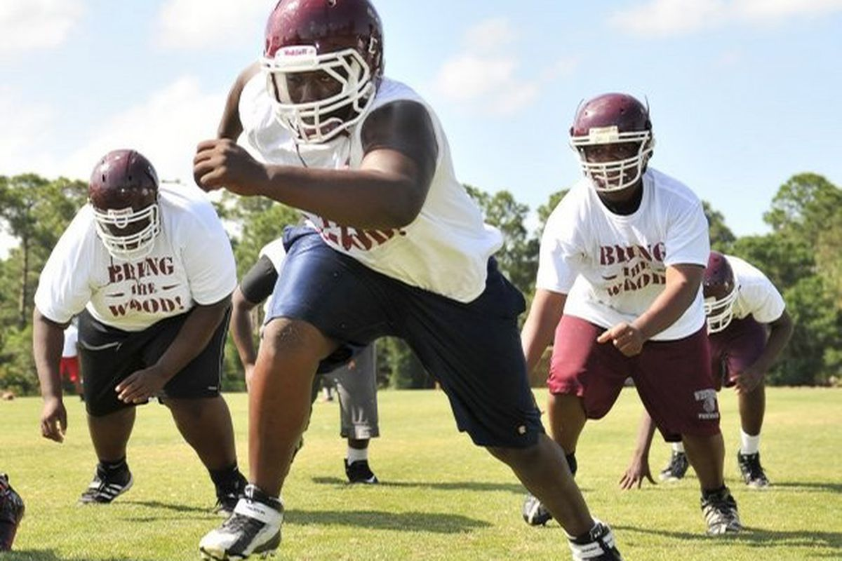 """via <a href=""""http://www.tcpalm.com/photos/galleries/2011/may/03/spring-football-practice-local-high-schools/65714/"""">media.tcpalm.com</a>"""