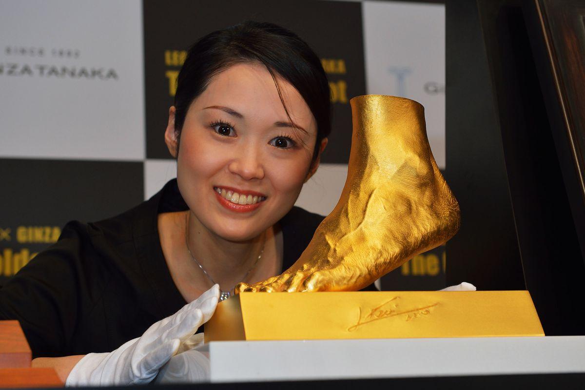 500-Million-Yen Golden Statue Of Leo Messi Left Foot Go On Sale