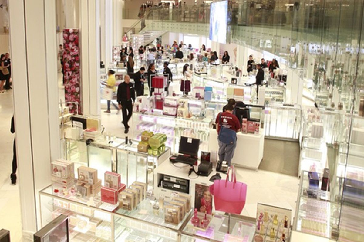 "Image via <a href=""http://www.wwd.com/beauty-industry-news/retailing/macys-herald-square-revamps-beauty-floor-7024979"">Macy's</a>"