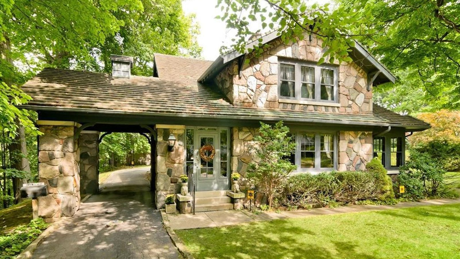 Perfect old redford stone house sells for 220k curbed for Cobblestone house