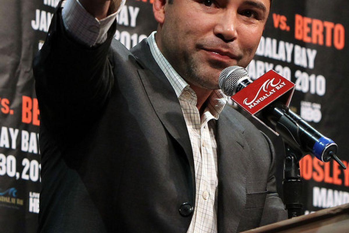 Oscar de la Hoya says that alcohol and drug dependency led him to be unfaithful, and landed him in rehab this year. (Photo by Al Bello/Getty Images)
