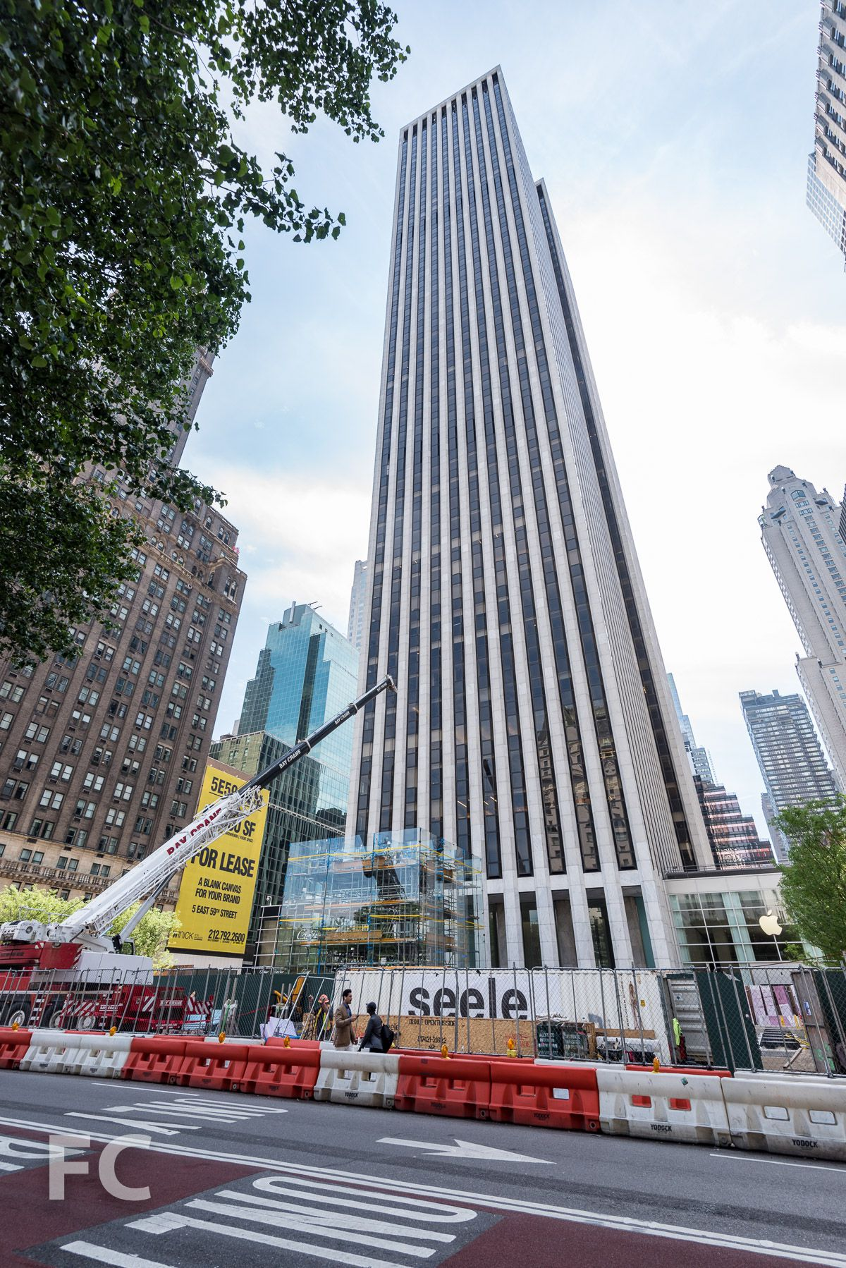 6a6e8813ce6 Apple Store s glass cube on Fifth Avenue is taking a sabbatical  Curbed  ...