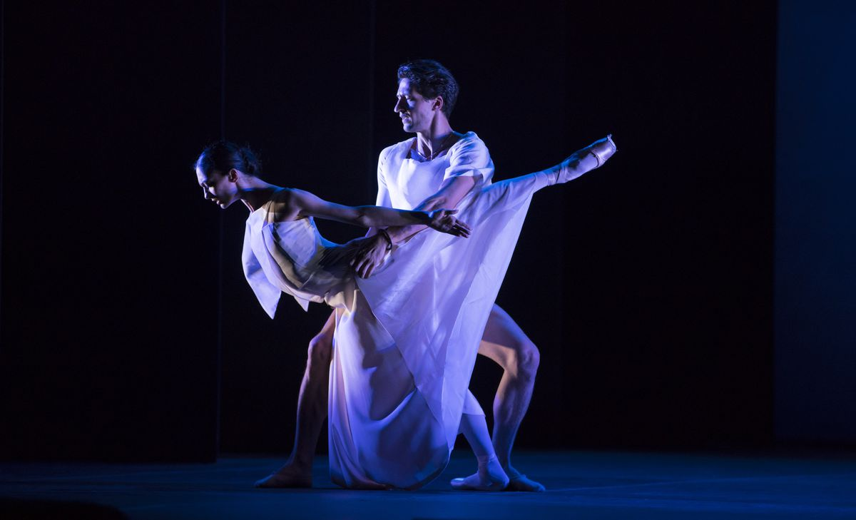 """Joffrey Ballet dancers Victoria Jaiani and Temur Suluashvili are the """"doubles"""" of the title characters in the Lyric Opera of Chicago production of """"Orphee et Eurydice."""" (Todd Rosenberg Photography)"""