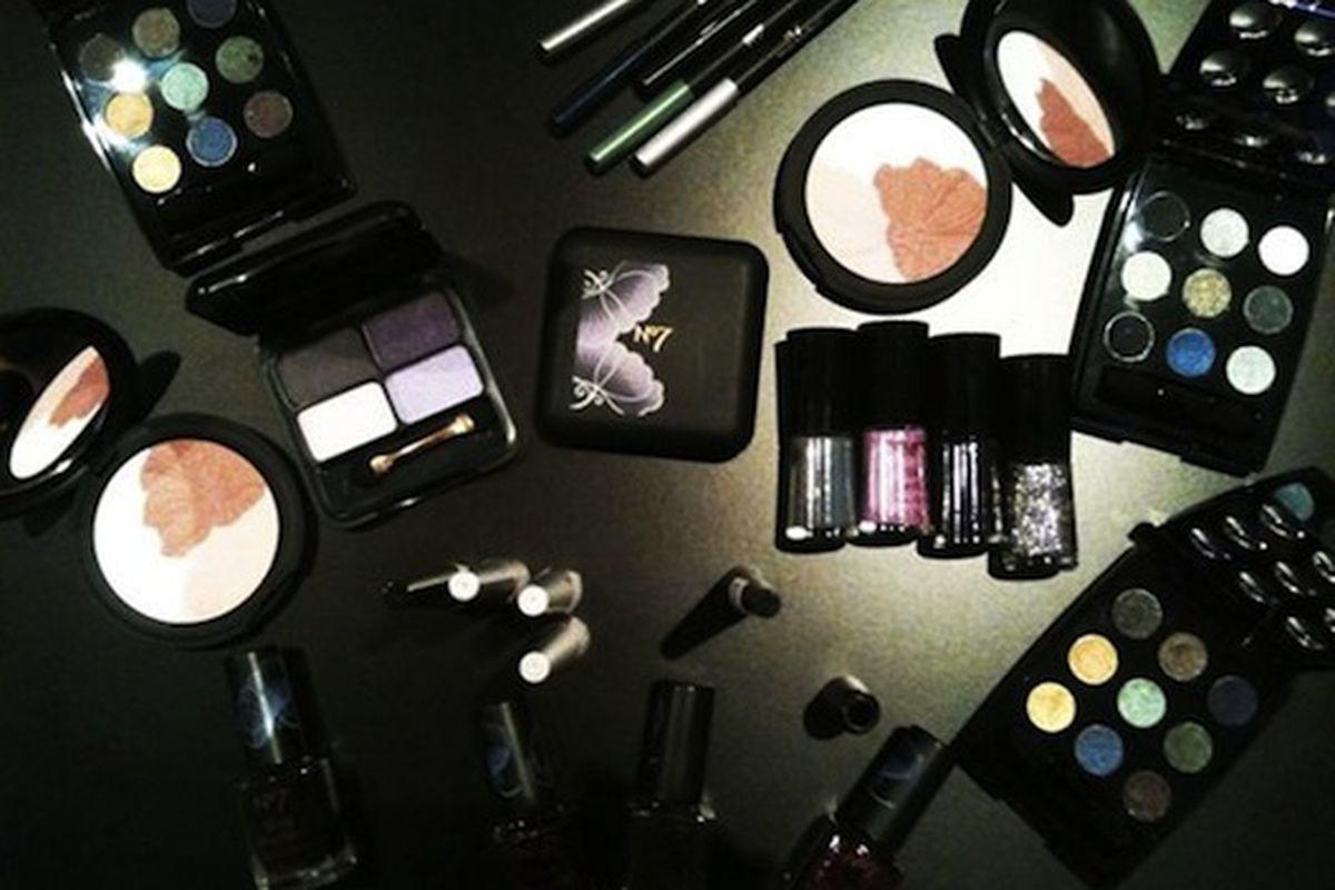 "Tim Burton-inspired makeup for Boots No. 7, via <a href=""http://lockerz.com/s/119424008"">@lisa_eldridge</a>"