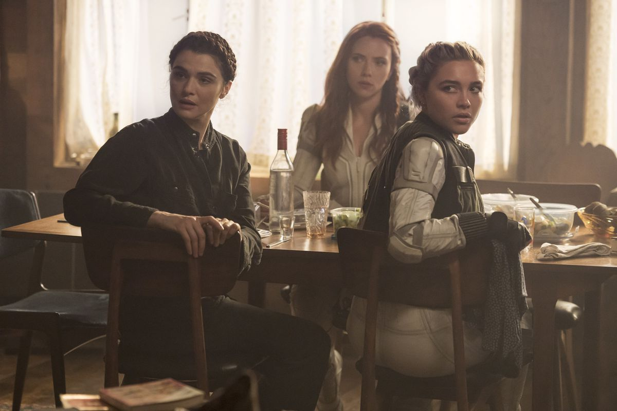 Natasha Romanov with her surrogate mother Melina and her sister Yelena at the dining table in the Black Widow of Marvel Studios.