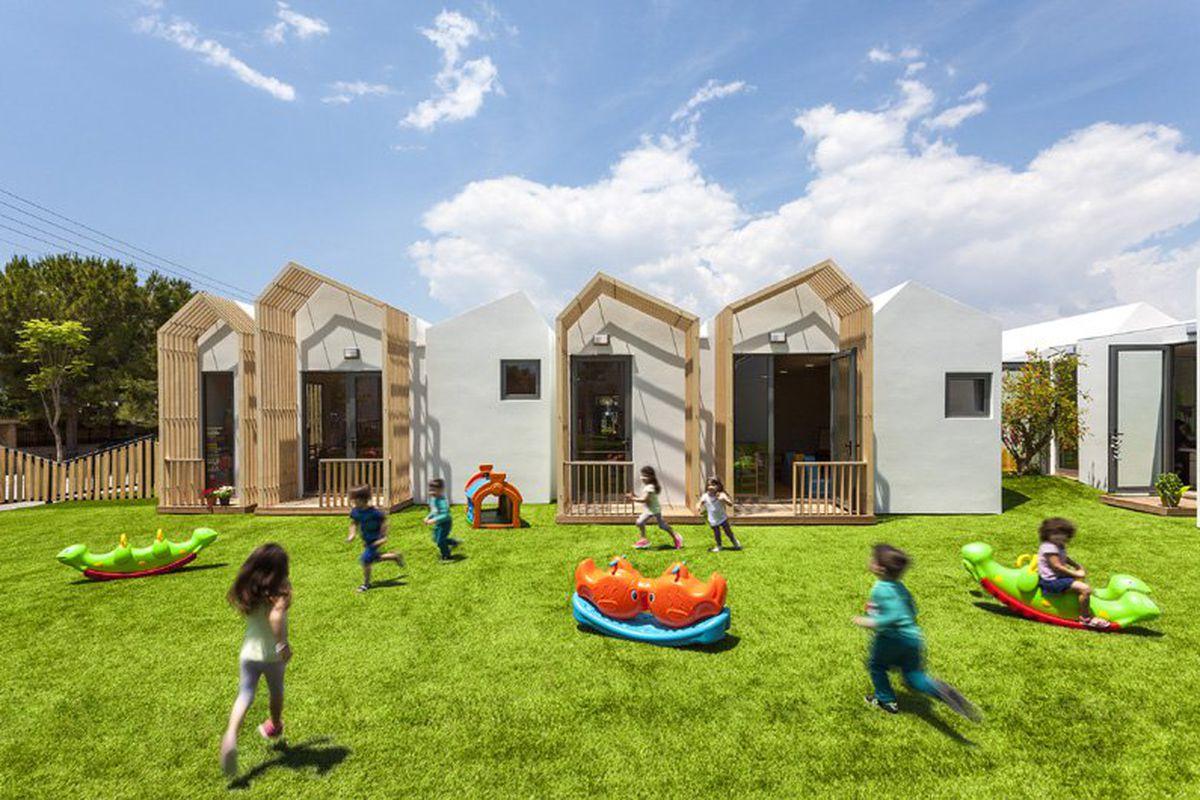 Kids playing in grassy courtyard