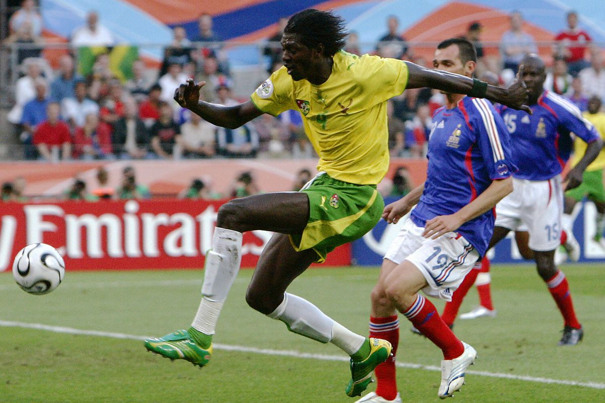 Togolese forward Emmanuel Adebayor (L) i