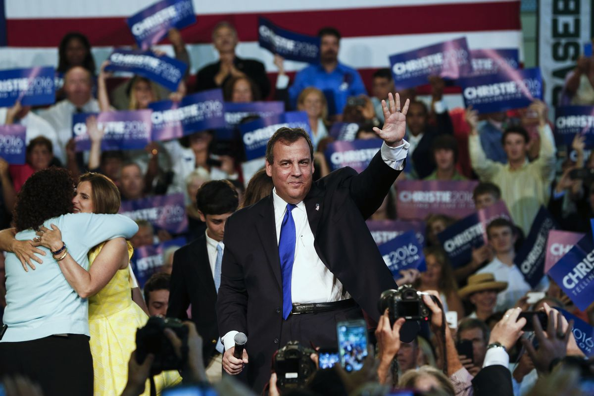 New Jersey Gov. Chris Christie waves while announcing his candidacy for the Republican presidential nomination at Livingston High School on June 30, 2015 in Livingston Twp., New Jersey.