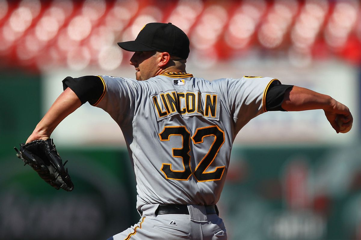 ST. LOUIS, MO - AUGUST 27: Starter Brad Lincoln #32 of the Pittsburgh Pirates pitches against St. Louis Cardinals at Busch Stadium on August 27, 2011 in St. Louis, Missouri.  (Photo by Dilip Vishwanat/Getty Images)
