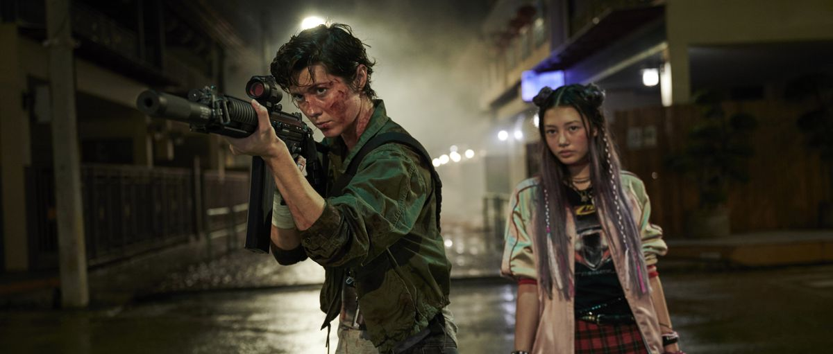 Mary Elizabeth Winstead channels her inner Ripley as Miku Patricia Martineau stands by in Netflix's Kate