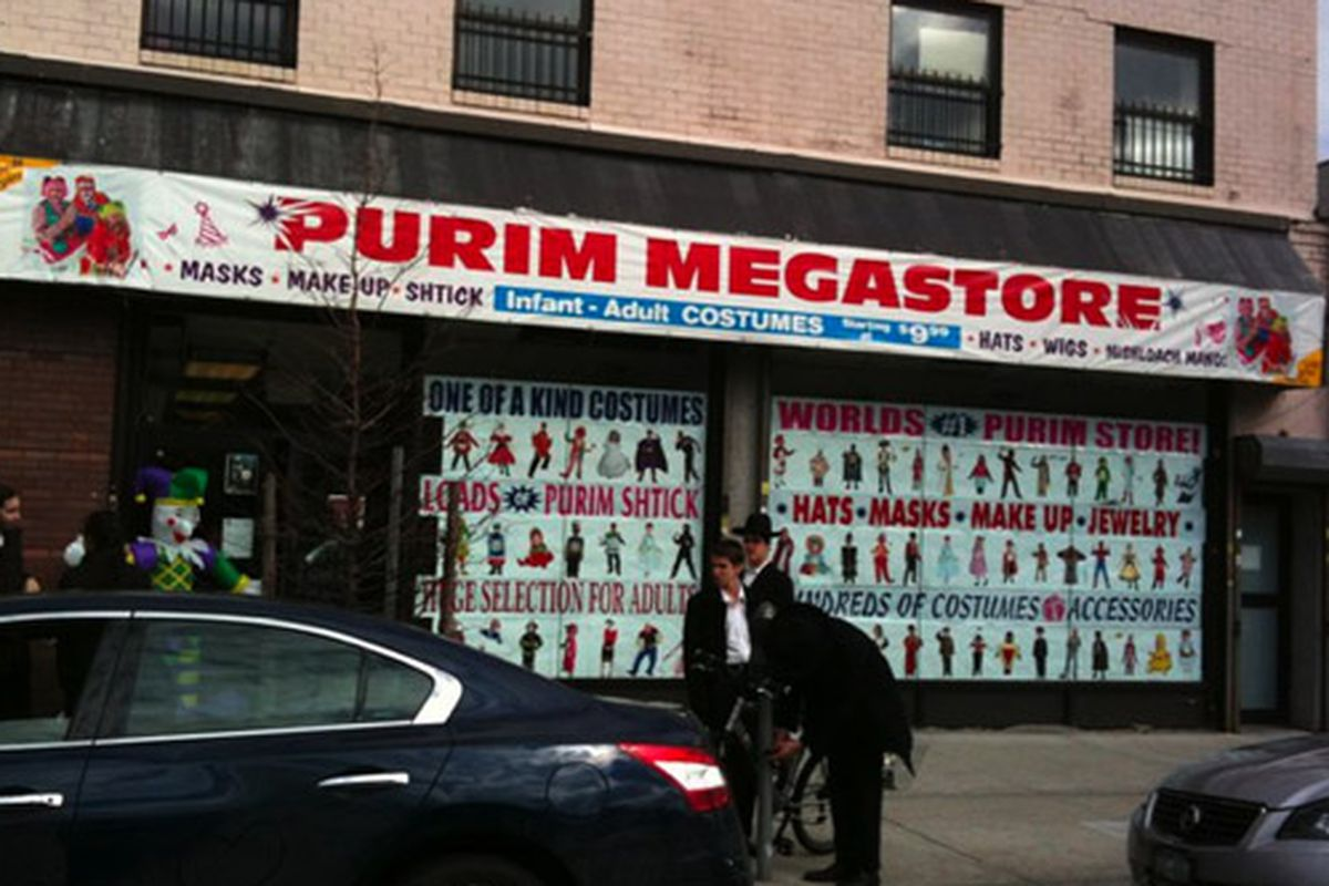 """Hasidic Brooklyn's answer to the Ricky's Halloween store. Via <a href=""""http://www.facebook.com/photo.php?fbid=792202597482&amp;set=a.649414970032.2251797.121364&amp;comments"""">Karen Bookatz</a>/Facebook"""