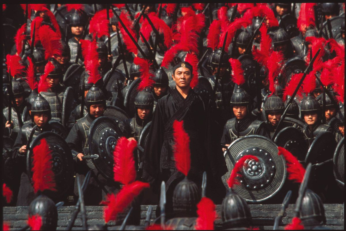 Jet Li amidst a throng of soldiers in Hero.