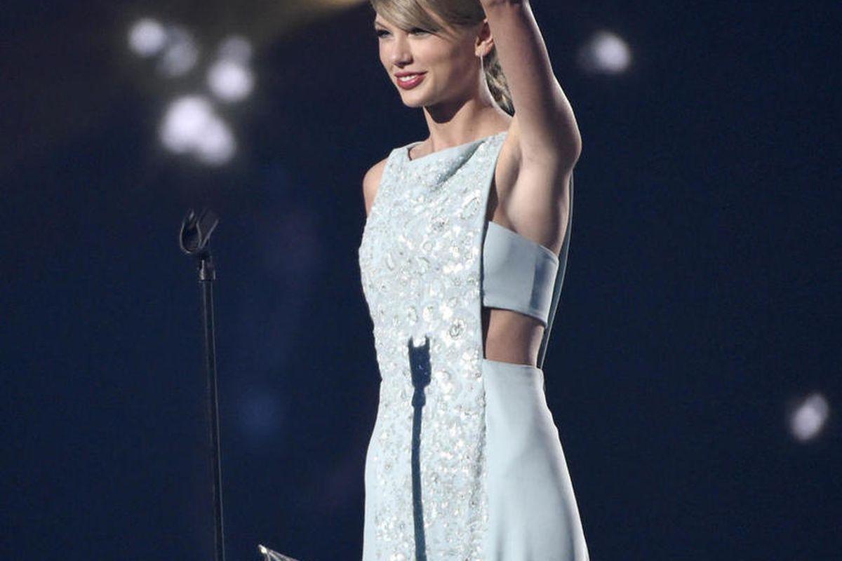 Acm Awards Miranda Lambert Luke Bryan Taylor Swift Shine Deseret News