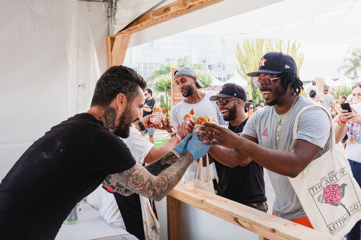 Diner picks up a fried chicken sandwich from Howlin' Ray's at Family Style Fest in 2019.