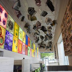 """<a href=""""http://seattle.eater.com/archives/2012/06/04/dale-chihuly-decorated-collections-cafe-now-open.php"""">Seattle: Dale Chihuly's <strong>Collections Cafe</strong> Presents a Visual Feast</a> [S. Pratt]"""