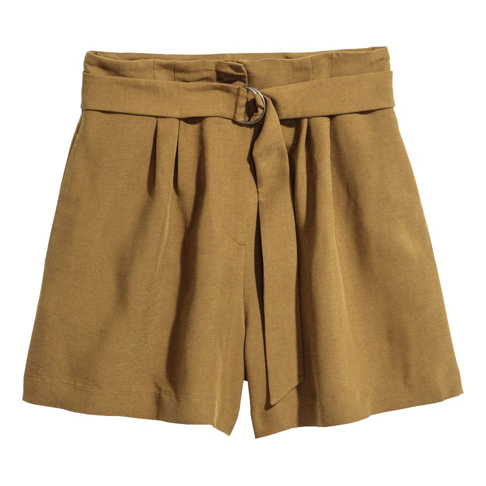 khaki high-wasted shorts with a belt