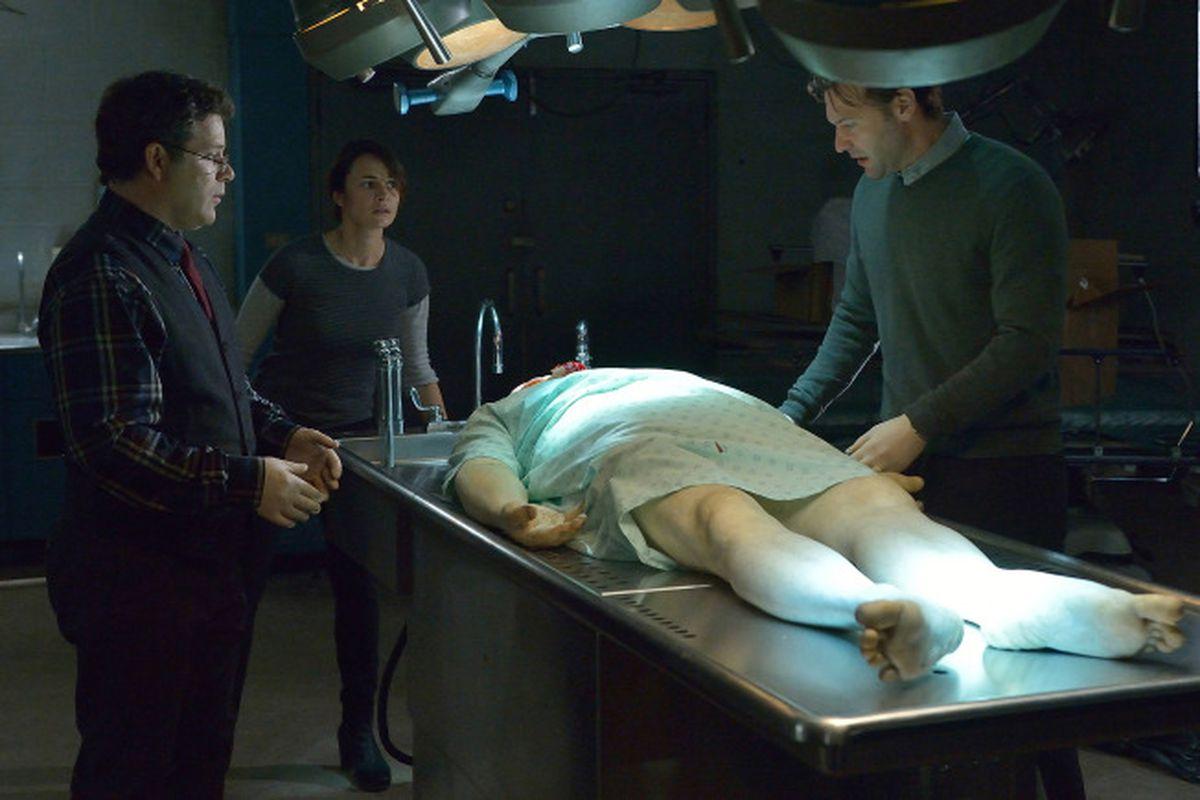 Jim (Sean Astin), Nora (Mia Maestro), and Eph (Corey Stoll) perform an autopsy on a dead vampire.