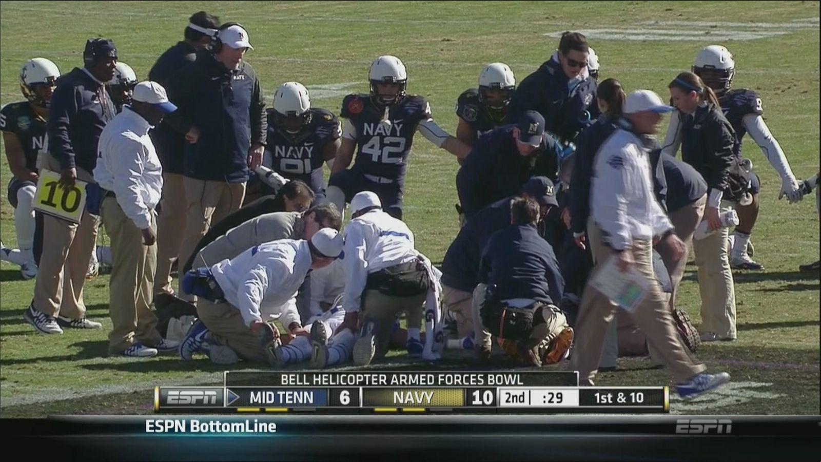 海军,MTSU球员在可怕的武装部队碗碰撞中倒下