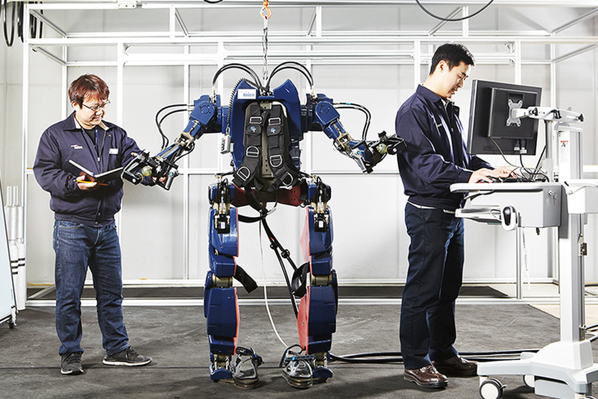 hyundai 39 s new wearable robot turns you into a mech pilot the verge. Black Bedroom Furniture Sets. Home Design Ideas