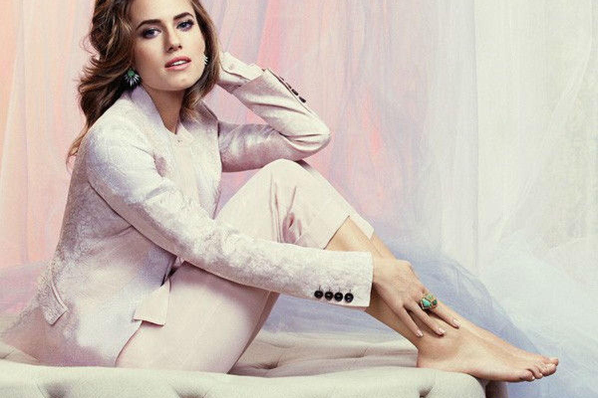 """Image via <a href=""""http://www.instyle.co.uk/celebrity/news/allison-williams-talks-about-the-girls-backlash-and-her-obsession-with-princess-diana"""">InStyle UK</a>."""