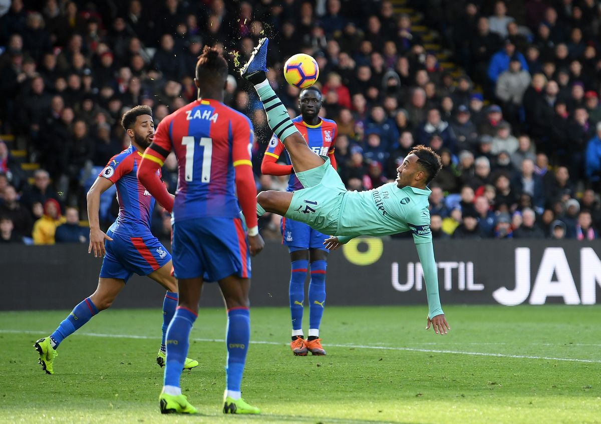 Pierre-Emerick Aubameyang clears the ball with a bicycle kick - Arsenal FC - Premier League