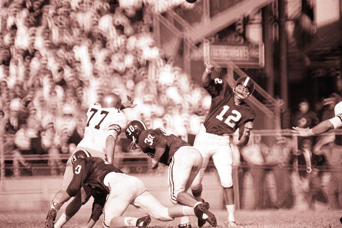 Alabama QB Joe Namath...