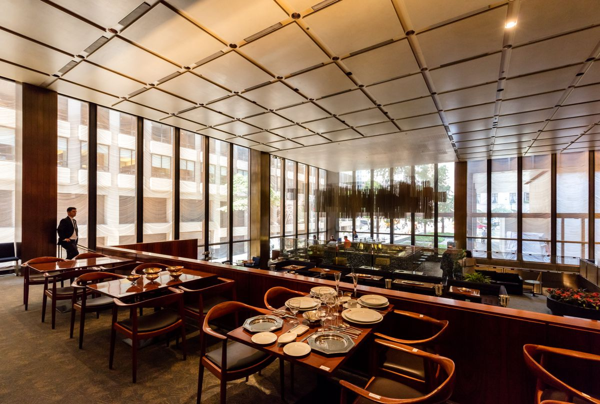 The Four Seasons Restaurant S Midcentury Modern Interiors Get Spiffed Up Curbed Ny