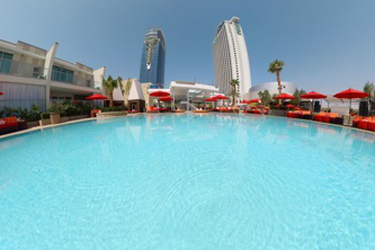 A 360-degree view of the Palms Pool & Bungalows
